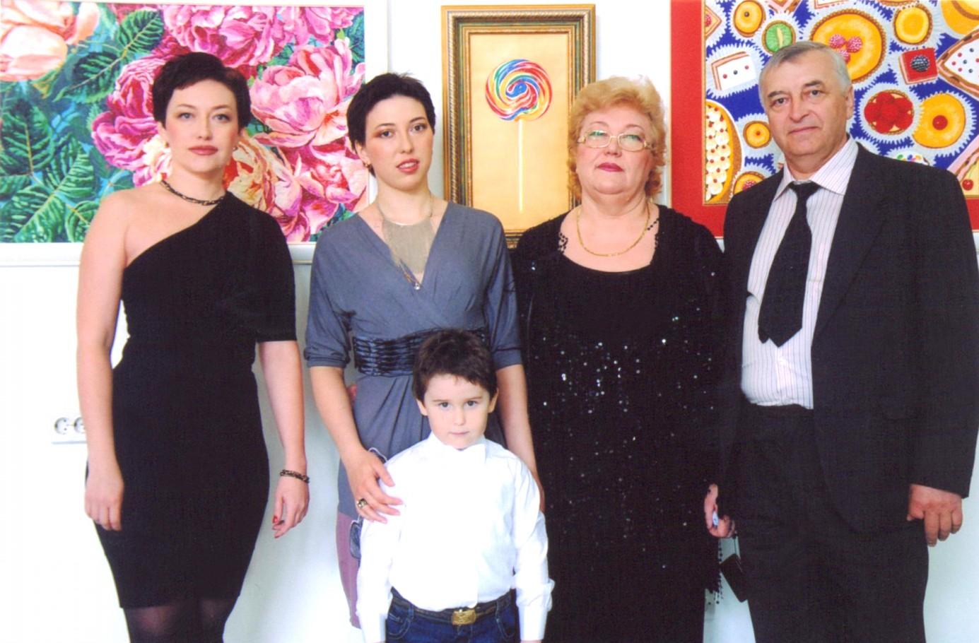 Ирина Чернаева, Олеся Зорина (сестра), Чернавин Никита (сын), Бандура Нина (мама), Бандура Алексей (папа)