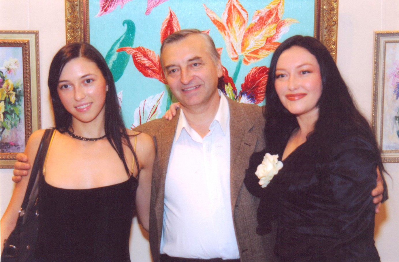 С сестрой Олесей Зориной (художница) и отцом, членом союза художников, Алексеем Бандура
